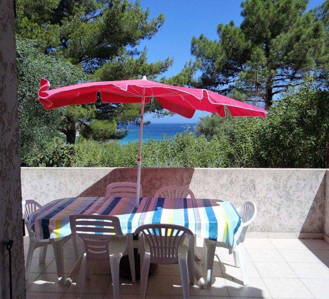 grande terrasse avec vue sur la mer dans la residence de vacances Sant ambroggio en haute Corse