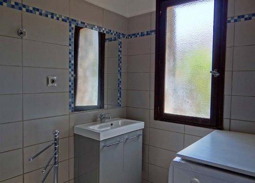 salle de bain d'une location de mini villa à calvi en haute Corse